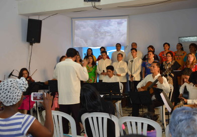 Cantata con el coro LLUVIA DE GRACIA