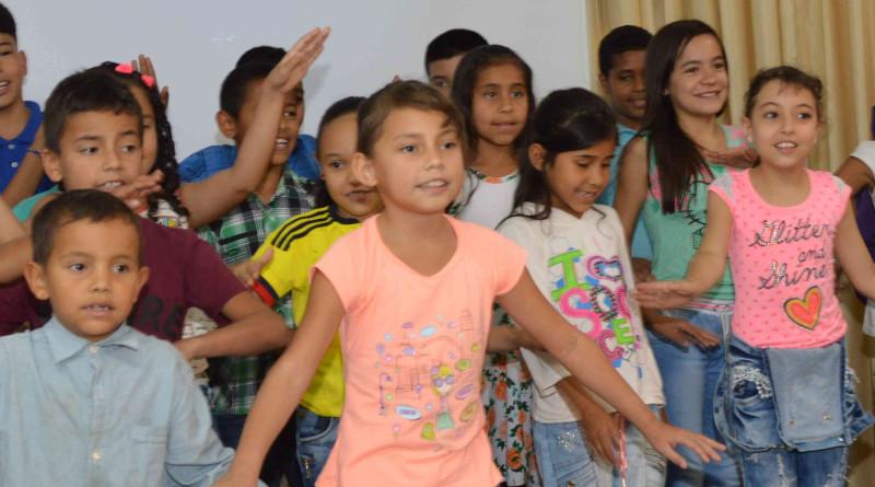 Presentación niños Agape & La Cruz